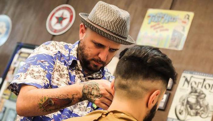 Adriano, barbeiro