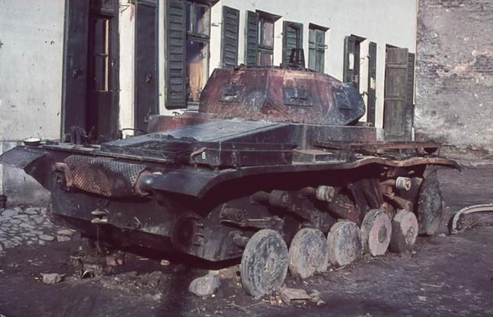 Tanque de guerra queimado