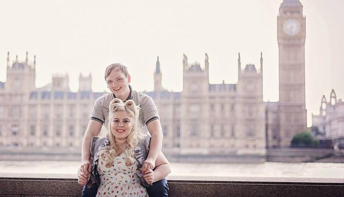 Uila com seu esposo em uma viagem para Londres