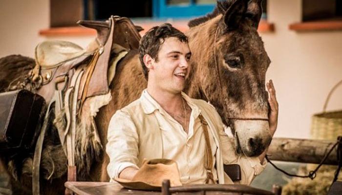 Sergio Guizé como Candinho e o burro Policarpo