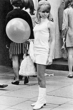 Resultado de imagem para botas brancas anos 60