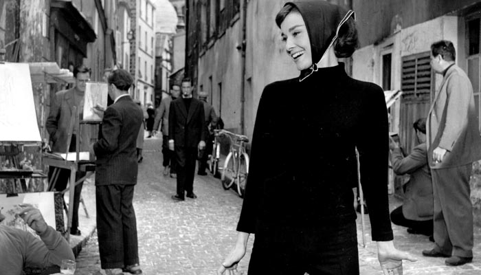 """Figurino beatnik de Audrey Hepburn no filme """"Cinderela em Paris"""""""