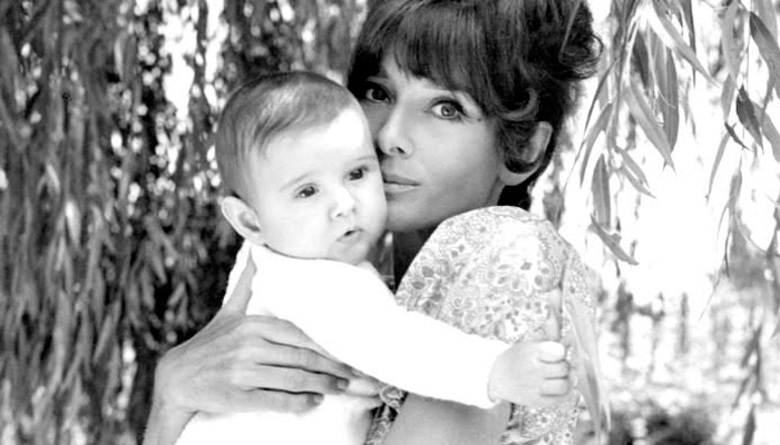 Audrey com seu segundo filho Lucca Dotti