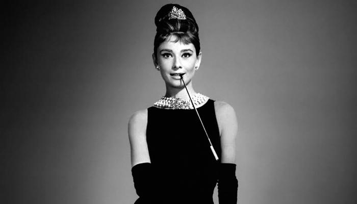 "Audrey Hepburn com seu look em ""Bonequinha de Luxo"""