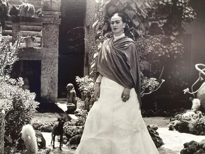 Frida Kahlo em sua casa no México