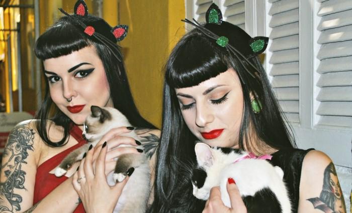 Murder Queen e Dracurella compartilham a paixão por horror, vintage e gatinhos (Foto: Divulgação)