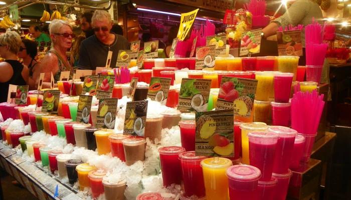 A diversidade dos sucos de frutas no Mercat de la Boqueria