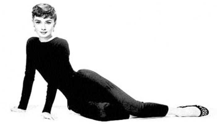 Audrey Hebpurn usando sapatilha