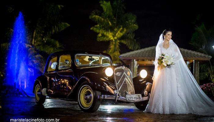 Casamento com carro clássico
