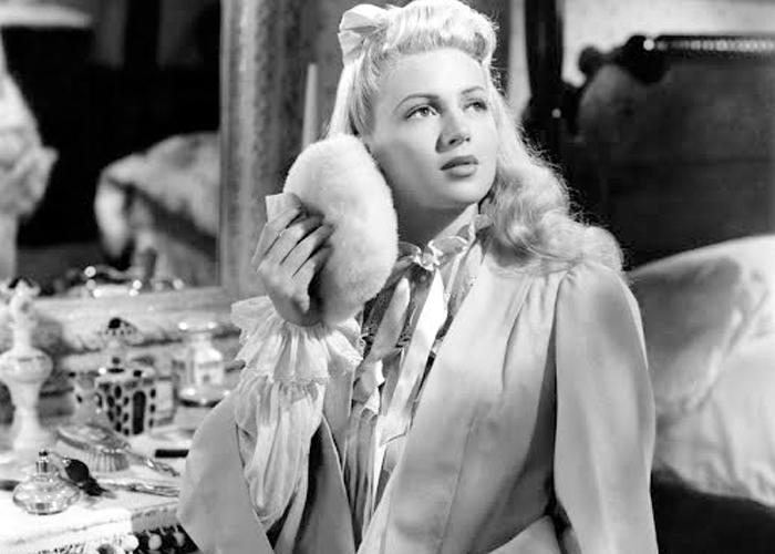 Lana Turner usando penhoar em 1941