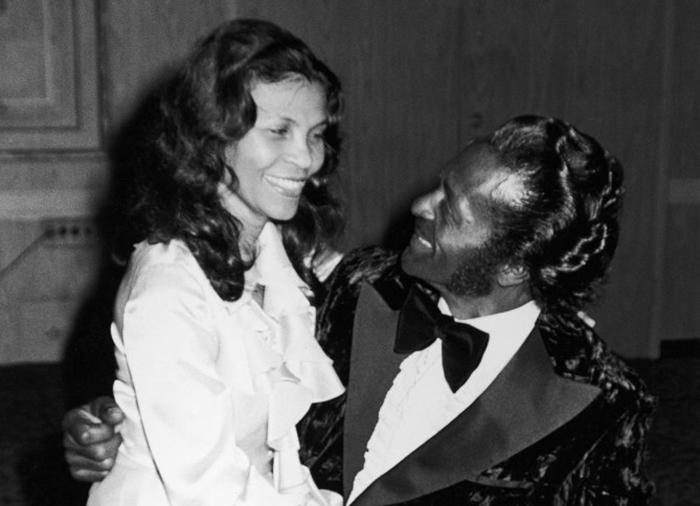 Chuck e sua esposa em 1972 (Foto: Reprodução)