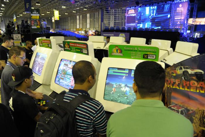 Clássicos dos arcades estavam espalhados pela feira (Foto: Gualter Naves /  Light Press)