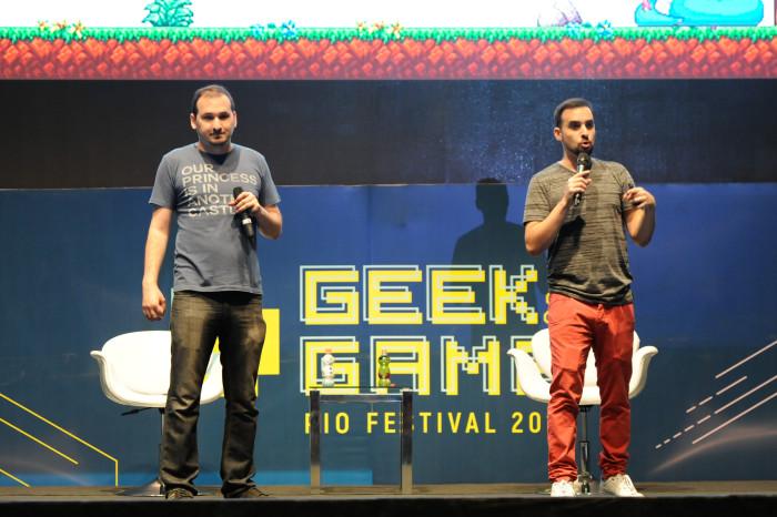 Os irmãos Castro deram uma palestra sobre o lançamento de seu jogo A Lenda do Herói, que foi lançado a partir de financiamento coletivo (Foto: Mourão Panda Light Press)
