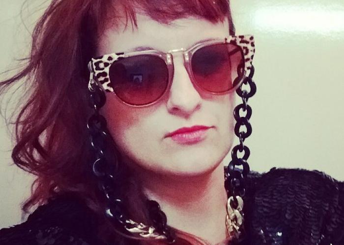 Bruna Spinelli com cordinha para óculos (Foto  Arquivo Pessoal) 698951abe0