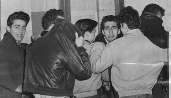 Greasers em delegacia.