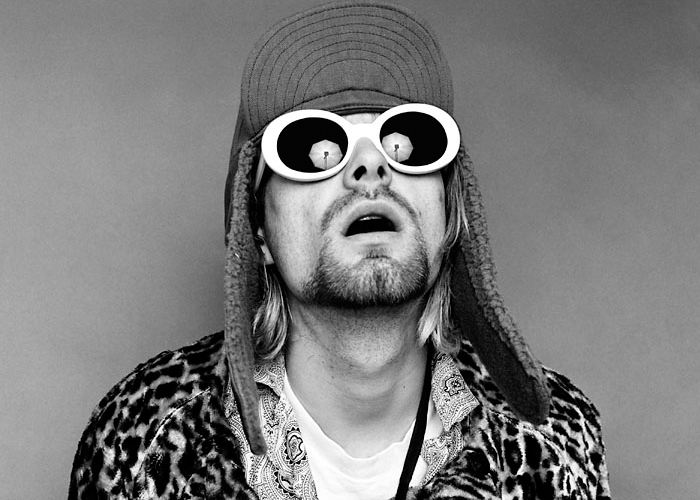 Kurt Cobain com óculos branco