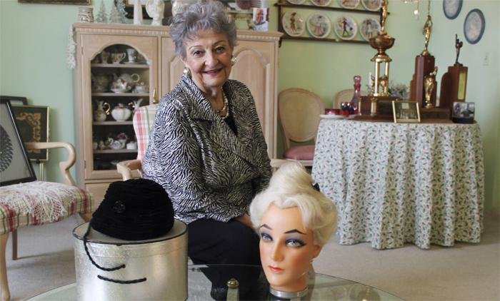 Margareth com o chapéu que a inspirou