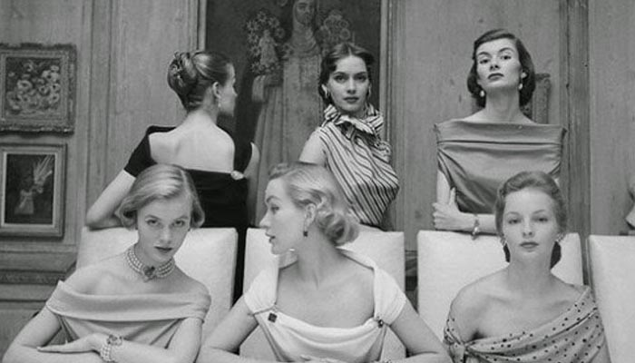 Nós anos 50 houveram muitas mudanças para a história da moda. Tudo estava  mudando muito rápido f50b7a5ecbad9