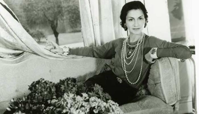 A história de Coco Chanel e sua influência no mundo da moda - Universo Retrô