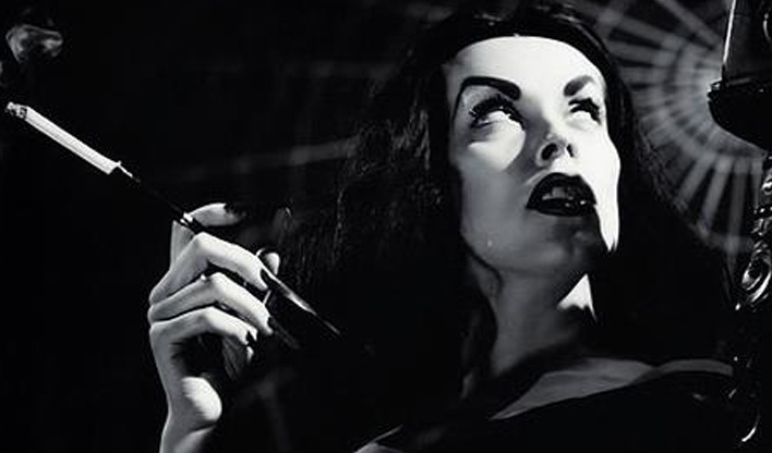 Maila Nurmi como Vampira