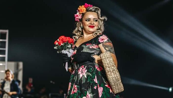 Cris Miralha em concurso pin-up (