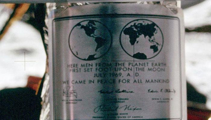 Placa assinada pelos astronautas da Apollo 11