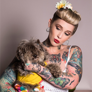 Pin-Up com cachorro